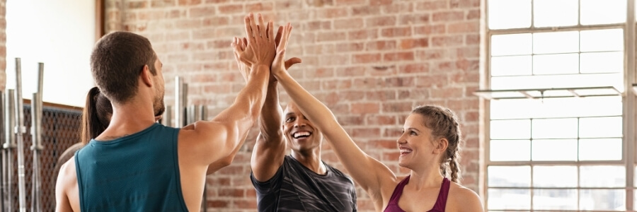 Crossfit og folk som trener og setter mål